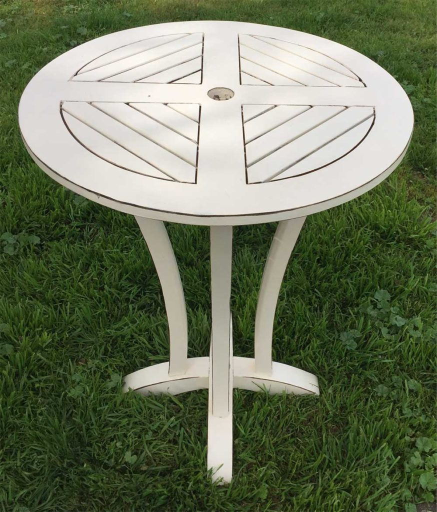 The Vintage Creme Cocktail Table